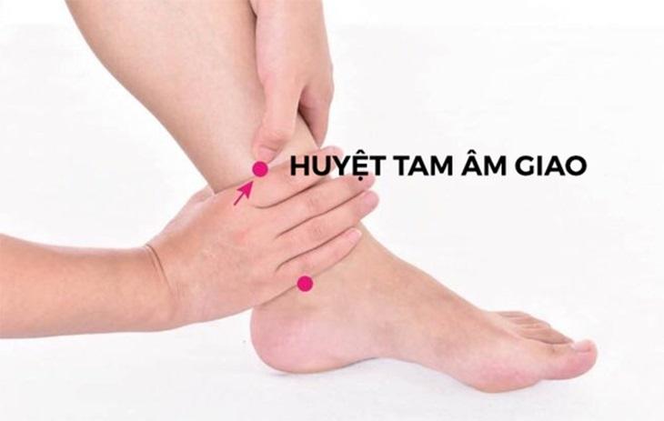 Cách xác định vị trí huyệt tam âm giao tại cổ chân