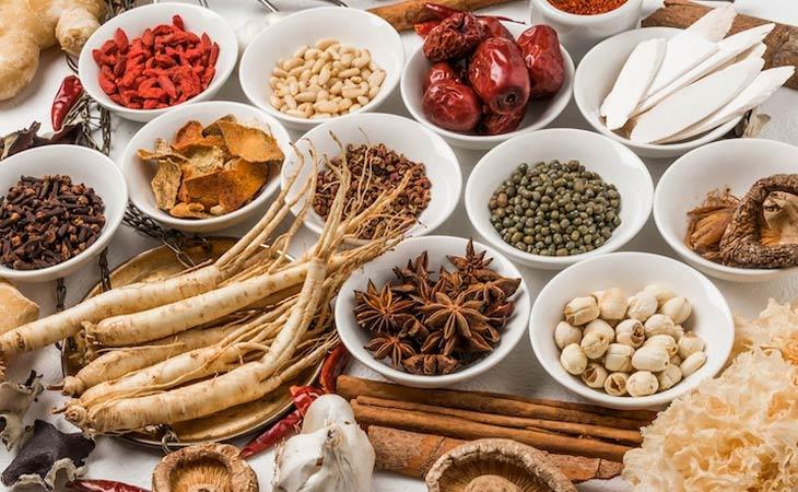 Sử dụng sản phẩm Đông y sẽ giúp cải thiện tình trạng ngứa và trong vảy hiệu quả