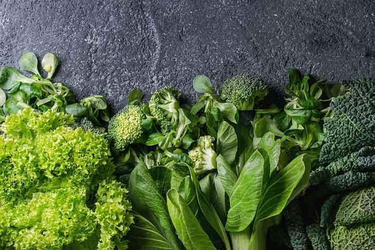 Chế độ ăn cho người viêm dạ dày nên có rau xanh