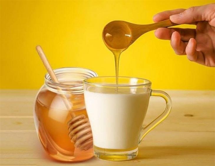 Sữa ấm và mật ong cải thiện đáng kể chất lượng giấc ngủ qua từng ngày