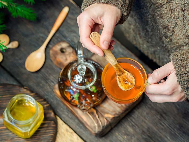 Mật ong đơn giản dùng với nước ấm là có thể sử dụng
