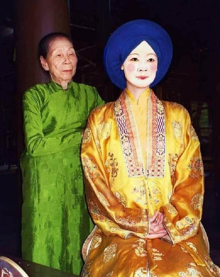 Cụ Dinh tái hiện lại trang phục và cách trang điểm của hậu phi thời Nguyễn