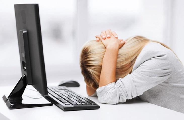 Áp lực công việc đè nặng trong thời gian dài là một trong những nguyên nhân