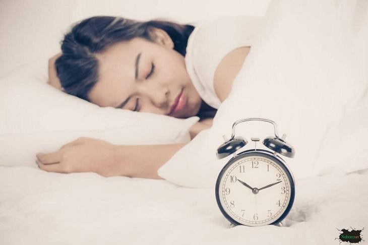 Bạn nên tập thói quen đi ngủ đúng giờ