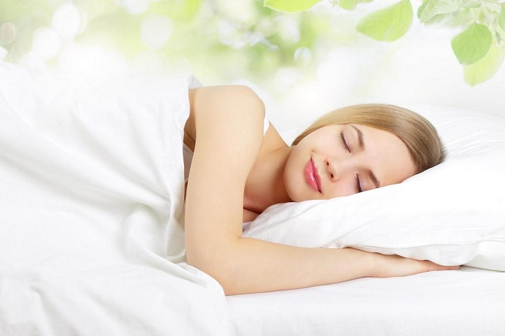 Thở từ từ nhẹ nhàng cũng giúp bạn thư thái và đi vào giấc ngủ dễ hơn