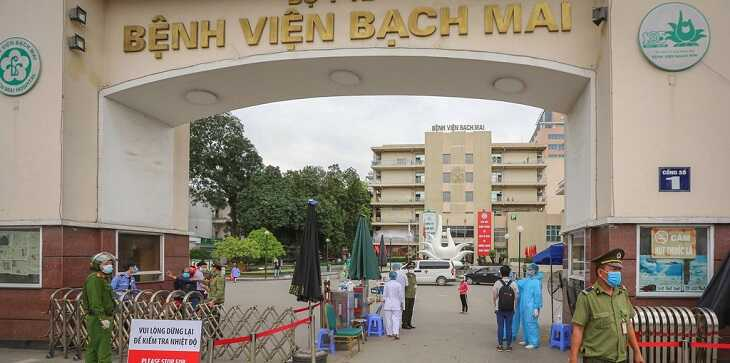 Bệnh viện Bạch Mai là điểm dừng cho nhiều gia đình có con trẻ bị bệnh dạ dày