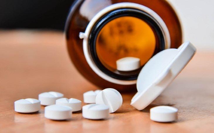 Sử dụng thuốc Tây sẽ giúp giảm nhanh triệu chứng ngứa của bệnh