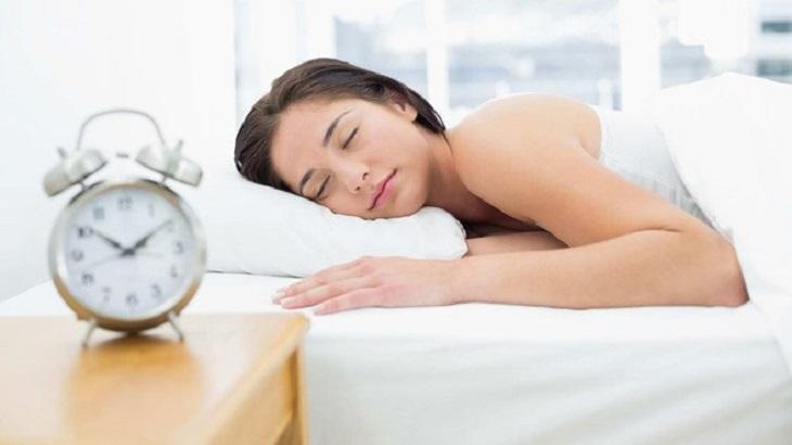 Bệnh nhân bị vảy phấn hồng gibert cần ngủ đủ giấc mỗi ngày