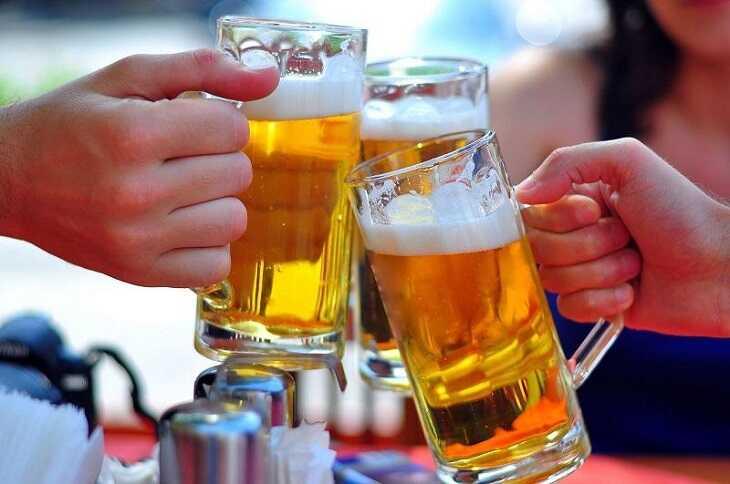 Tránh xa đồ uống có cồn, có ga để tránh các kích thích niêm mạc dạ dày