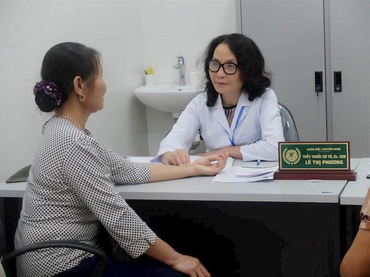 Thầy thuốc ưu tú, BSCKII Lê Phương - Giám đốc chuyên môn CTCP Tổ hợp y tế cổ truyền biện chứng Quân Dân 102