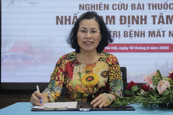 Bác sĩ Nguyễn Thị Vân Anh phát biểu tại buổi lễ đánh dấu dấu mốc quan trọng khởi đầu hành trình chữa bệnh bằng y học cổ truyền của hai đơn vị