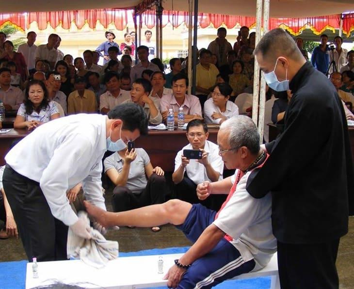 Lương y Yên chữa bệnh trực tiếp tại hội thảo