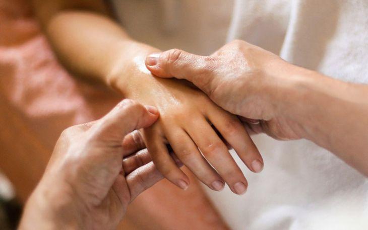 Bấm huyệt xoa bóp là phương pháp điều trị chứng mất ngủ từ Y học cổ truyền
