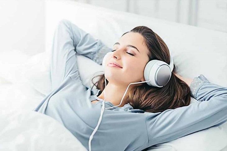 Cố gắng thư giãn, tránh căng thẳng để không làm ảnh hưởng đến giấc ngủ