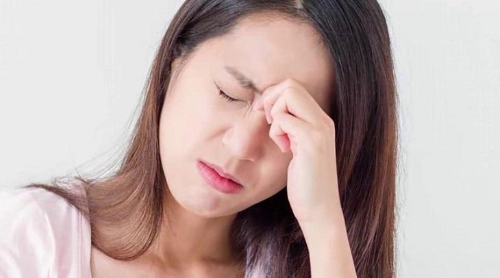 Suy nghĩ nhiều, tâm trạng nặng nề, cảm xúc thay đổi thất thường sẽ khiến các mẹ khó đi vào giấc ngủ