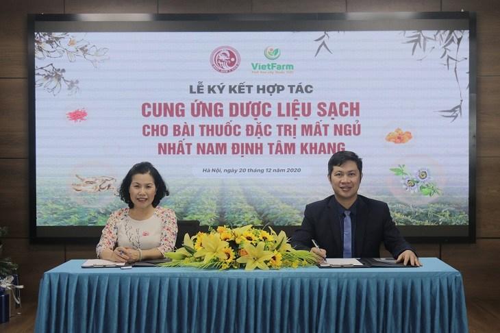 Nhất Nam Y Viện và Vietfarm tiến hành ký kết hợp tác cung ứng nguồn dược liệu sạch