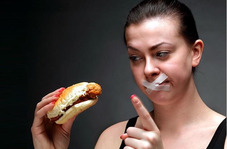 Người đi nội soi chú ý nhịn ăn tối thiểu 4-6 tiếng trước đó