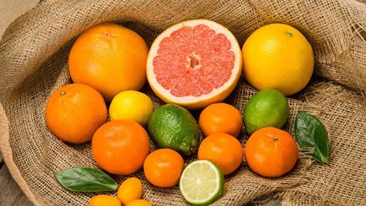 Khi bị trào ngược dạ dày nên kiêng uống nước ép từ cam, chanh, quýt,...