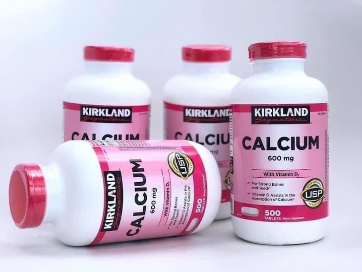 Kirkland Calcium 600mg + D3 là sản phẩm bổ sung canxi có kết hợp cả vitamin D3 tốt cho sức khỏe