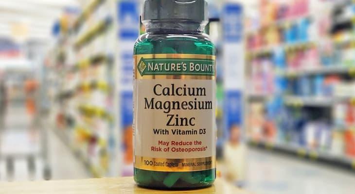 Nature's Bounty Calcium Magnesium Zinc là thuốc bổ sung canxi nhận được nhiều sự quan tâm