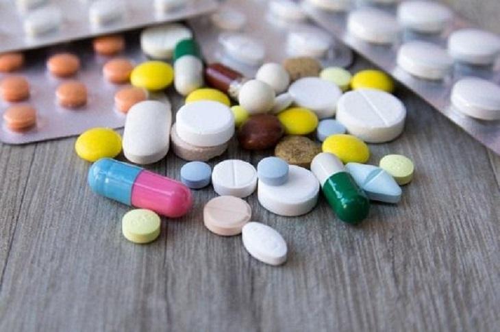 Sử dụng thuốc Tây là giải pháp chữa trào ngược dạ dày ban đêm được nhiều người lựa chọn