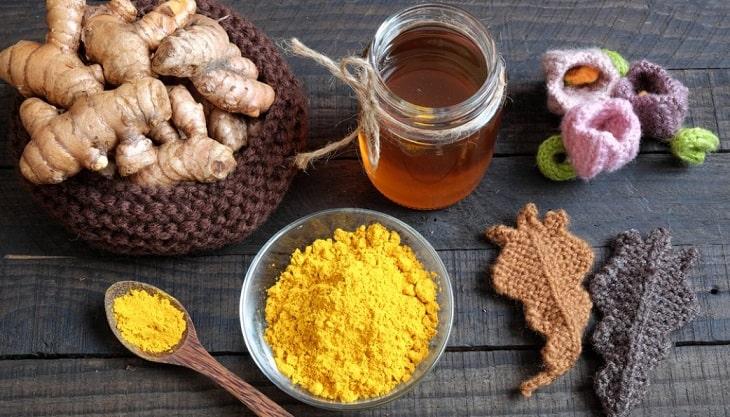 Tinh bột nghệ kết hợp cùng mật ong nguyên chất