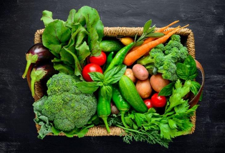Rau xanh chứa chất xơ tốt cho người bị ợ chua