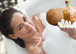 Tắm dầu dừa chữa vảy nến