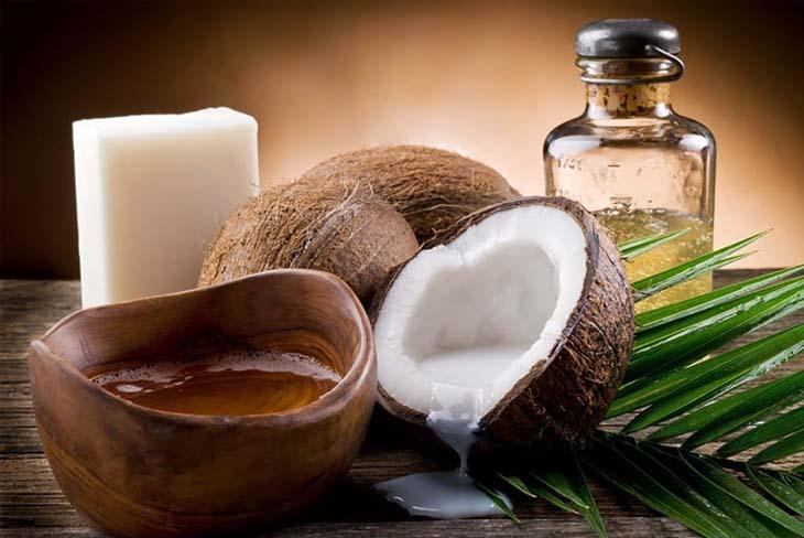 Dùng dầu dừa chữa vẩy nến hiệu quả