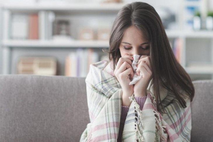 Cơ thể mệt mỏi đau đầu có thể do các bệnh như cảm lạnh, lupus, đau xơ cơ,...