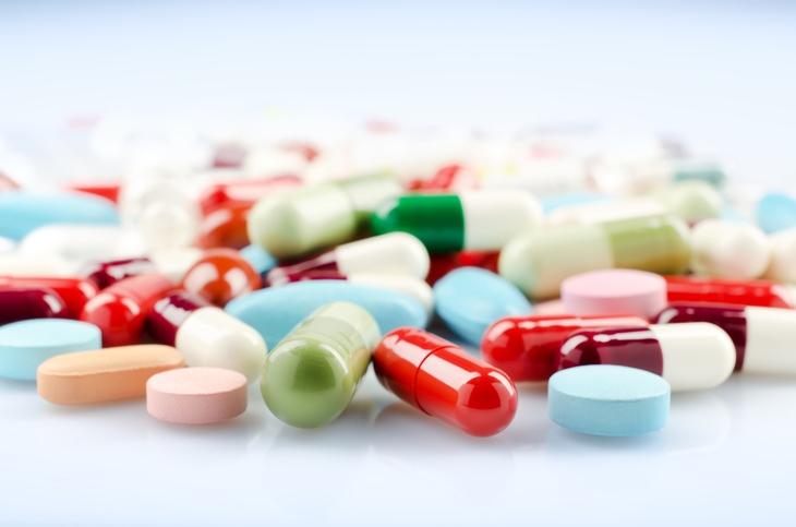 Uống thuốc Tây y để trị bệnh
