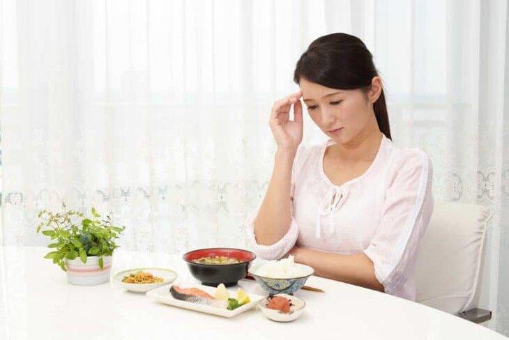 Triệu chứng đi kèm ợ chua sau khi ăn