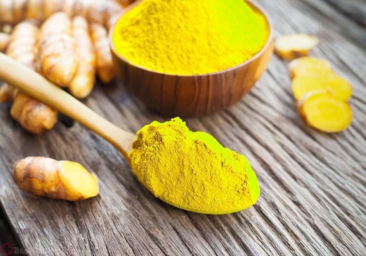 Có thể thêm mật ong vào bột nghệ để dễ uống hơn