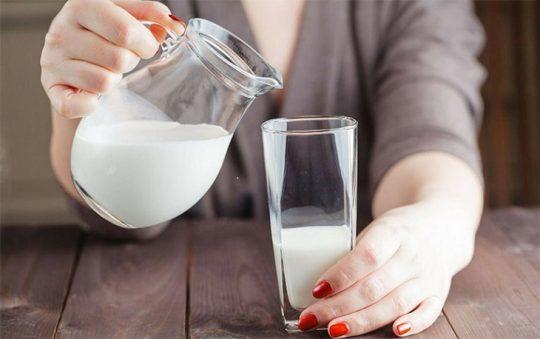 Người bị trào ngược dạ dày có nên uống sữa hay không? [Giải đáp chi tiết]