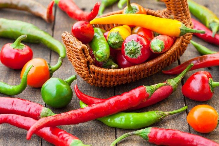 Không nên ăn đồ ăn cay nóng