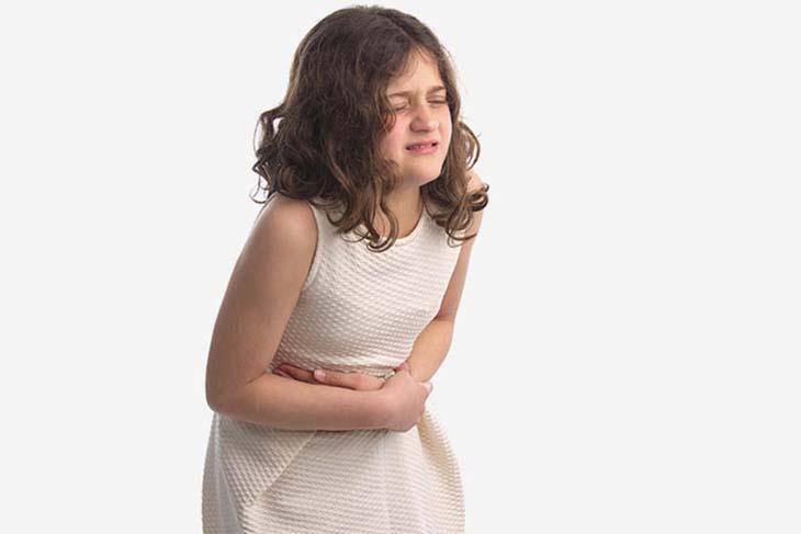 Khi nhận thấy các dấu hiệu bệnh ở trẻ, phụ huynh nên đưa trẻ đến cơ sở y tế chuyên khoa