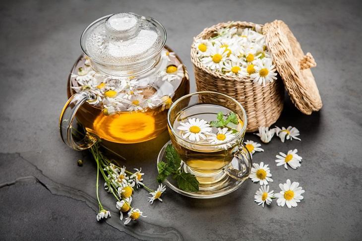 Trà hoa cúc có thể dùng để giảm đau tại nhà rất hiệu quả