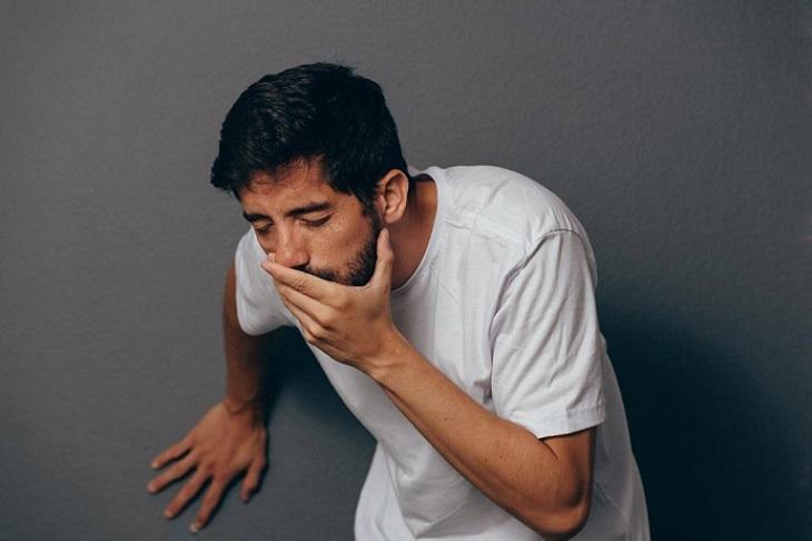Tình trạng buồn, khó tiêu là triệu chứng chung của bệnh