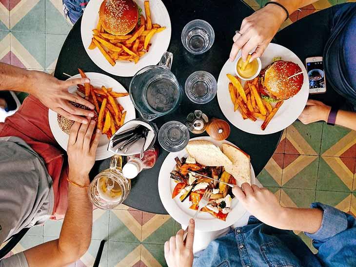 Người bệnh cần khắc phục những thói quen ăn uống không lành mạnh