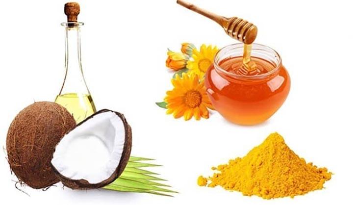 Mật ong, nghệ, dầu dừa,... nên được bổ sung