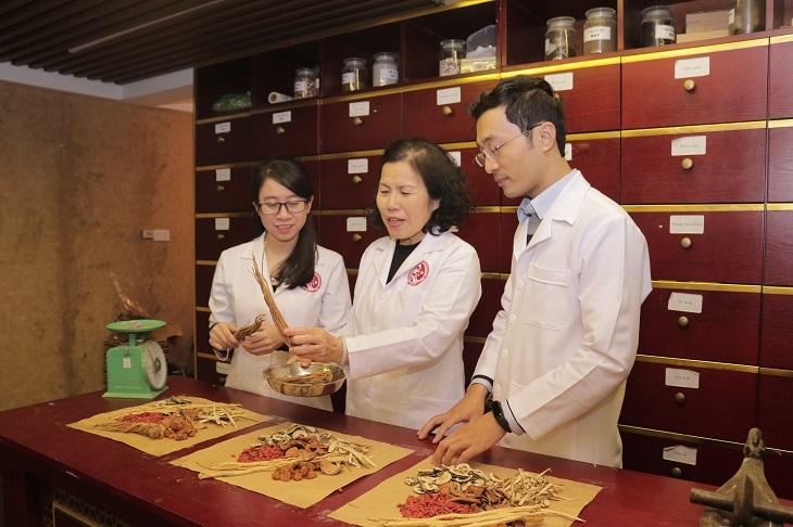 TS.BS Nguyễn Thị Vân Anh có nhiều năm kinh nghiệm về YHCT