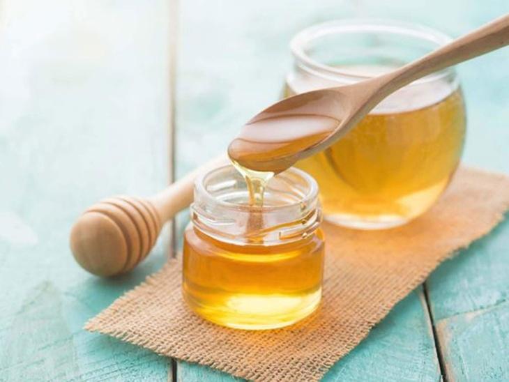 Dùng trà mật ong chữa đau dạ dày