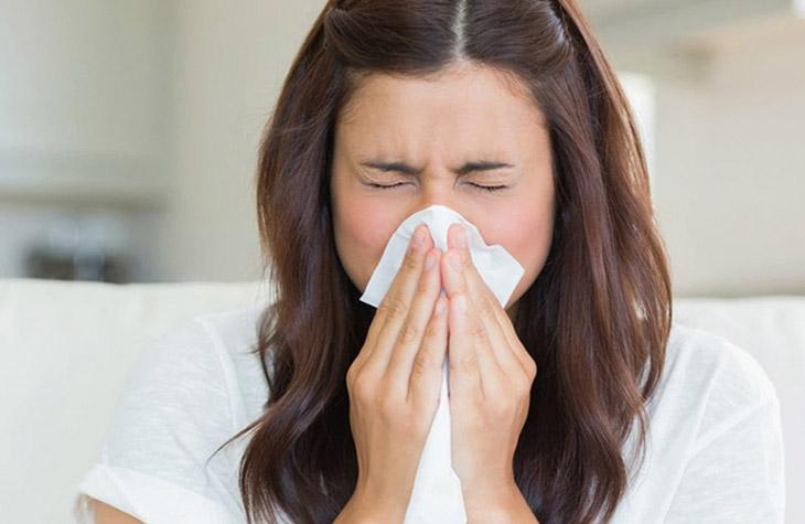 Cảm cúm thông thường có thể gây ra đau đầu chảy máu cam.