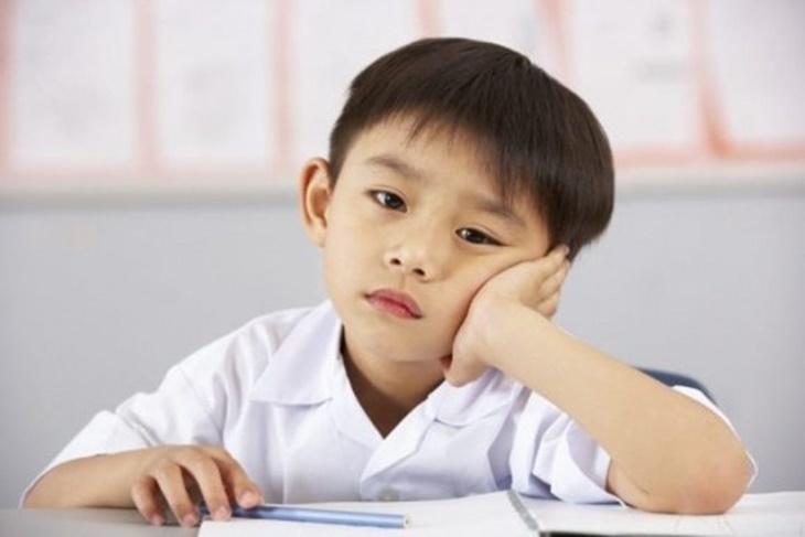 Đau đầu kéo dài có thể ảnh hưởng đến kết quả học tập của trẻ