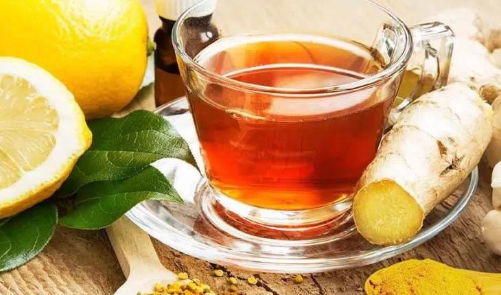 Người bệnh có thể dùng trà gừng trị đau đầu.