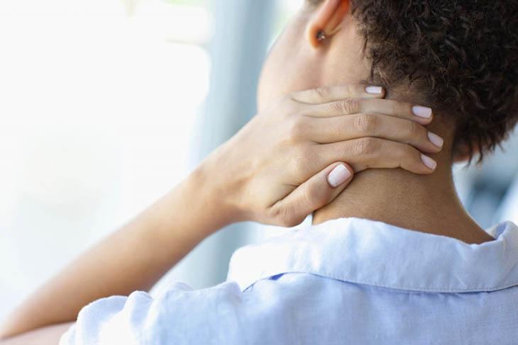 Đau đầu phía sau bên trái: Nguyên nhân, triệu chứng và hướng điều trị