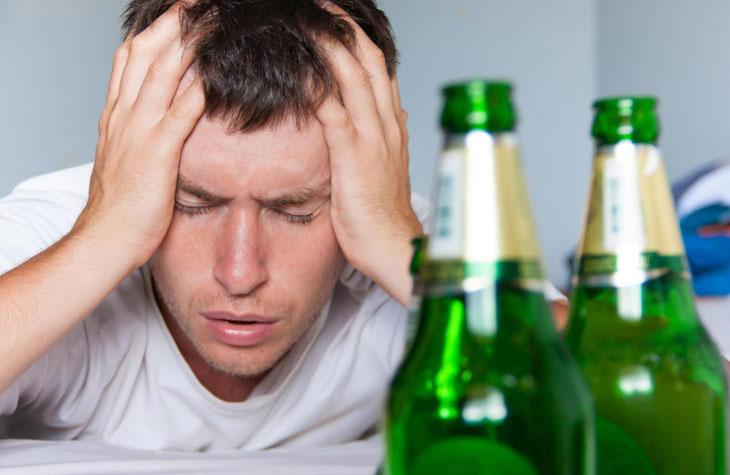 Cách trị đau đầu sau khi uống rượu bia nào hiệu quả?