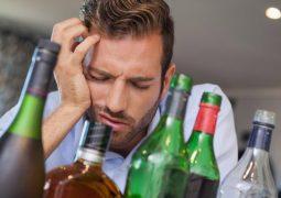 Cách trị đau đầu khi uống rượu bia không phải ai cũng biết