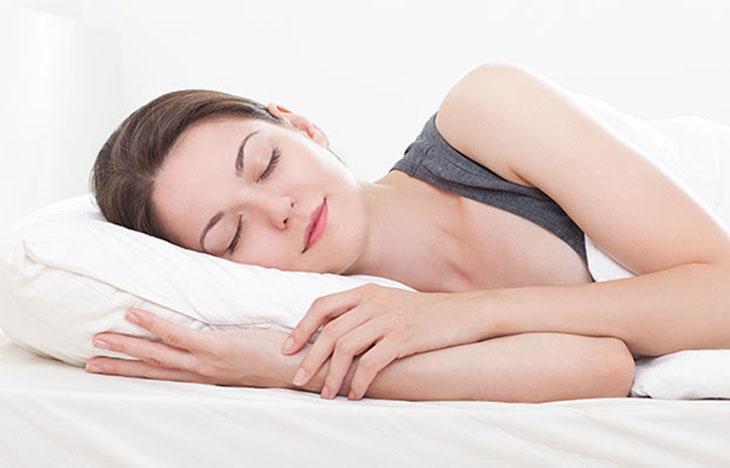Kê cao đầu khi ngủ sẽ giúp giảm đau tức thời