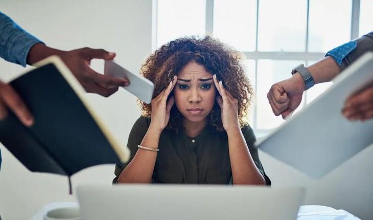 Căng thẳng kéo dài gây ra đau đầu về đêm